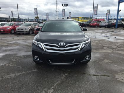 pre-owned Venza