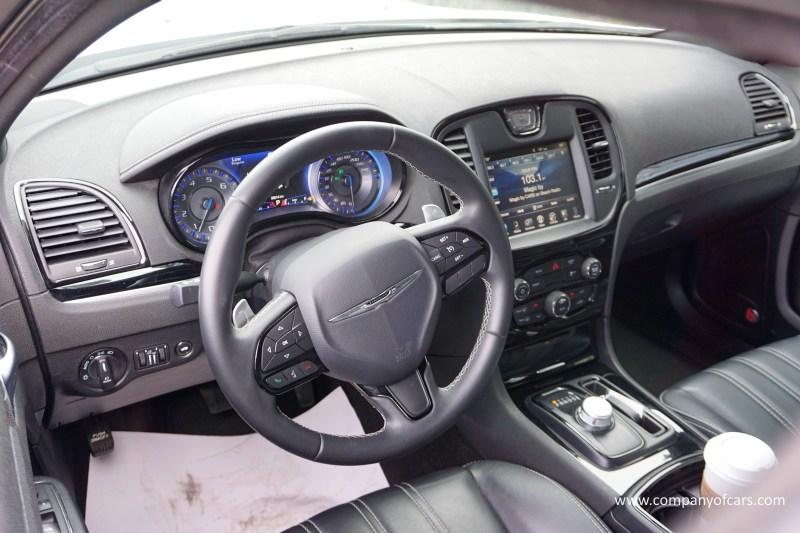 2017 Chrysler 300 full
