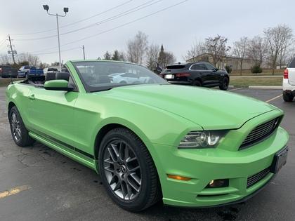 2014 Ford Mustang 2dr Conv V6 Premium Club of America edition