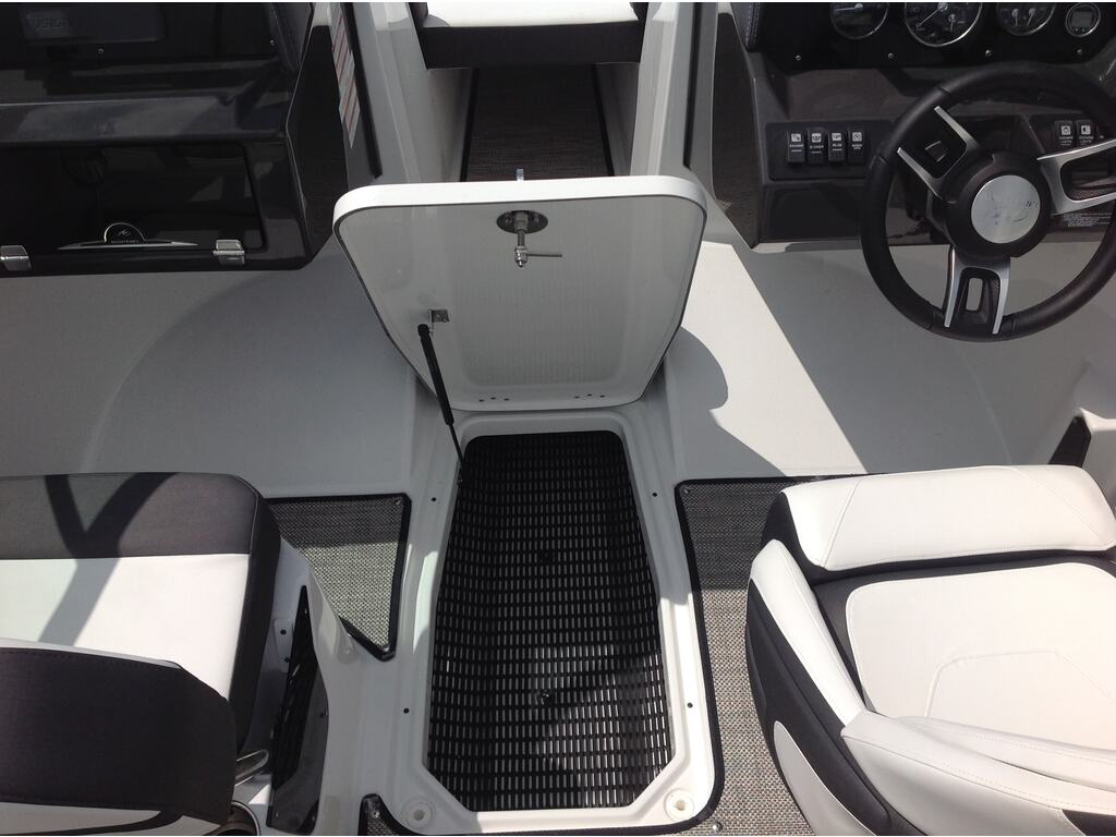 2020 Monterey boat for sale, model of the boat is M20 & Image # 7 of 16