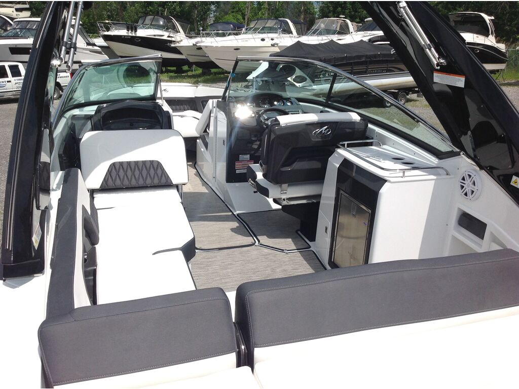 2020 Monterey boat for sale, model of the boat is 298 Ss & Image # 6 of 22