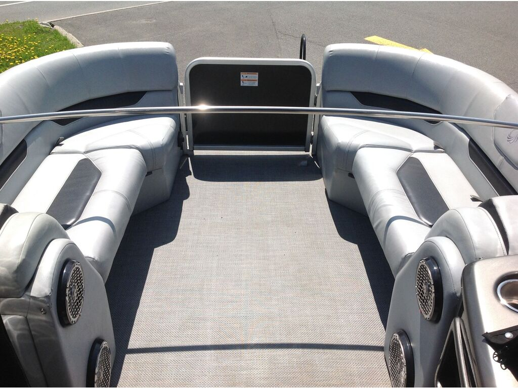 2015 Lowe boat for sale, model of the boat is Xtreme 250 (3 Quilles) & Image # 9 of 12