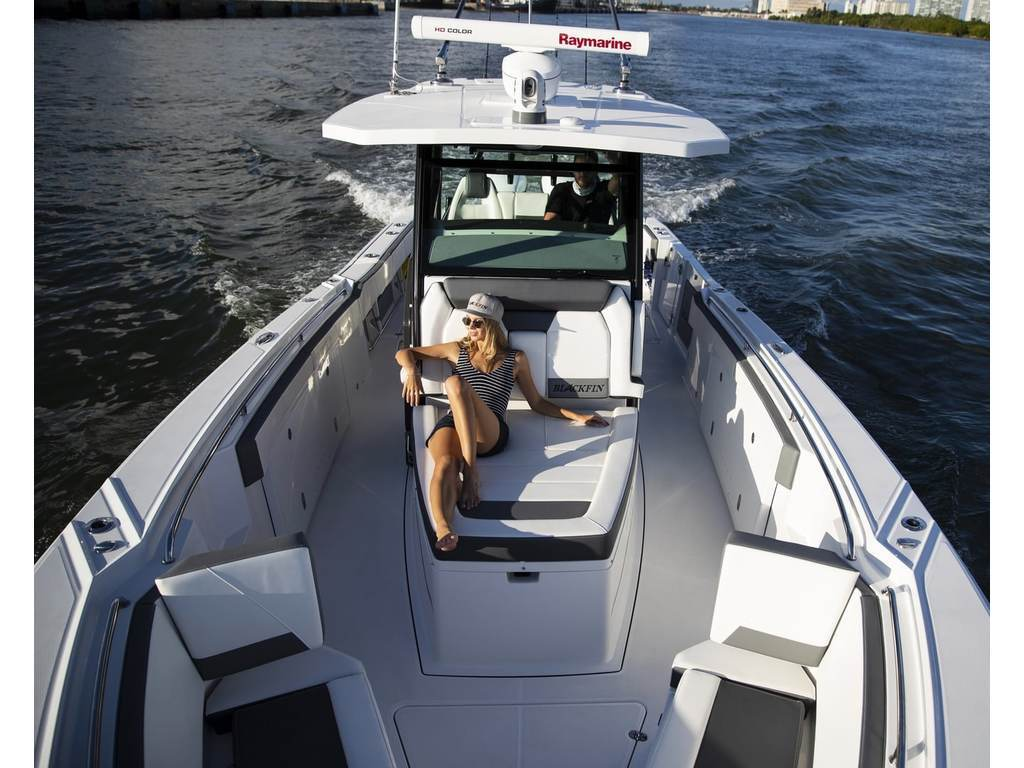 2021 Blackfin Marine International boat for sale, model of the boat is 332cc & Image # 5 of 14