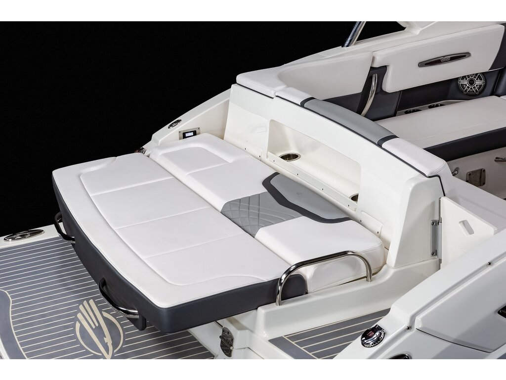 2021 Chaparral boat for sale, model of the boat is 317 Ssx & Image # 13 of 15