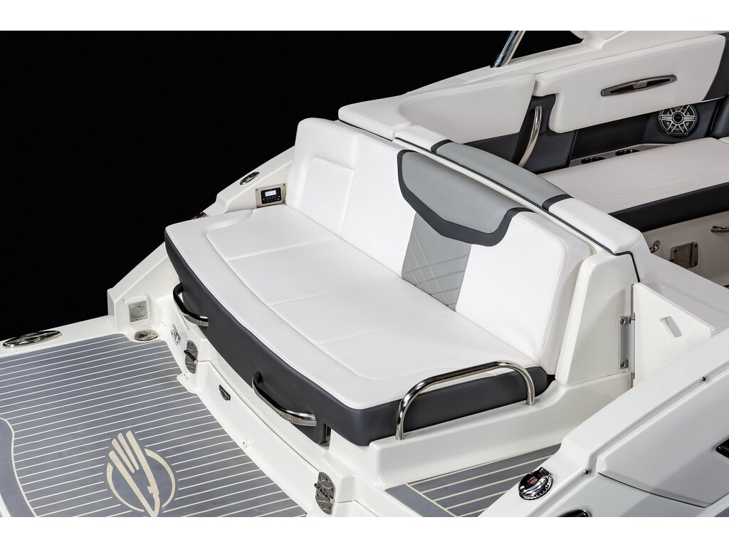 2020 Chaparral boat for sale, model of the boat is 317 Ssx & Image # 11 of 15