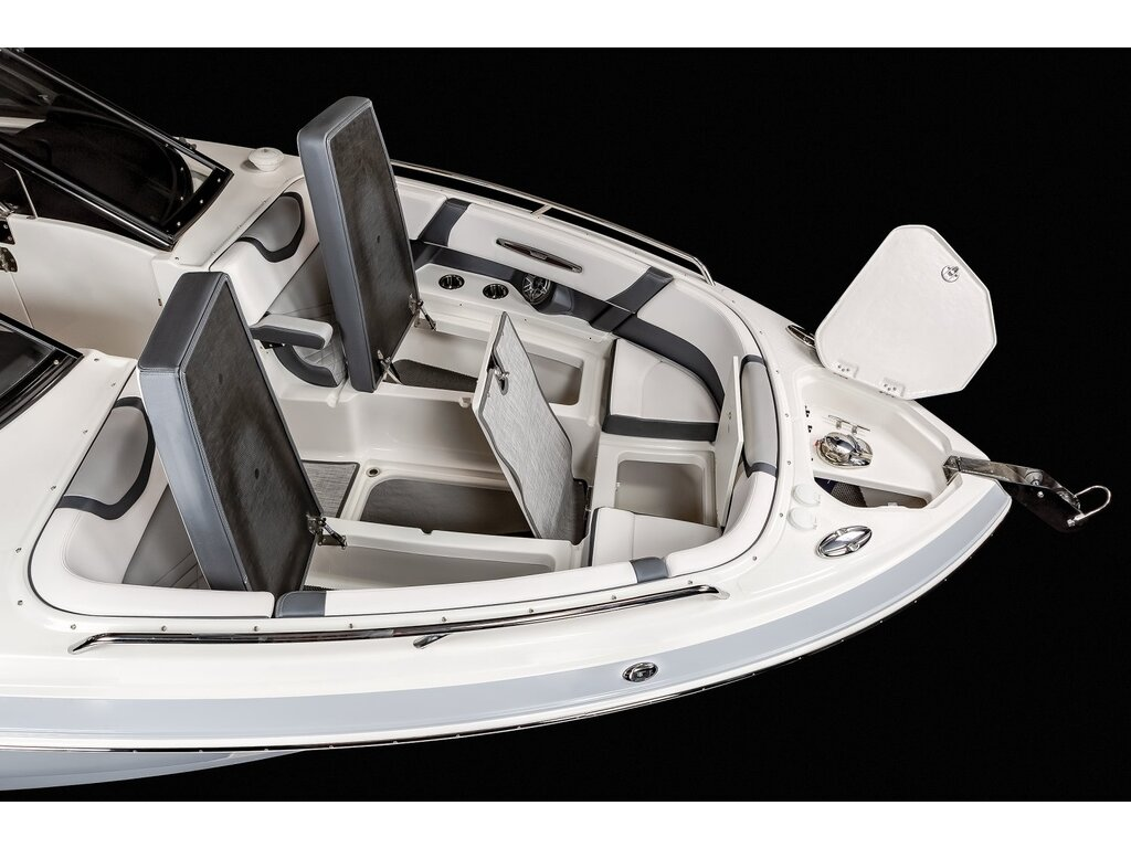 2020 Chaparral boat for sale, model of the boat is 317 Ssx & Image # 8 of 15