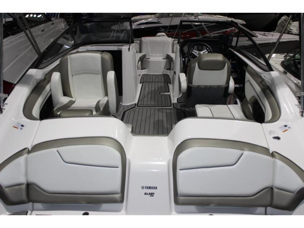 2018 Yamaha boat for sale, model of the boat is 212 Limited & Image # 2 of 6