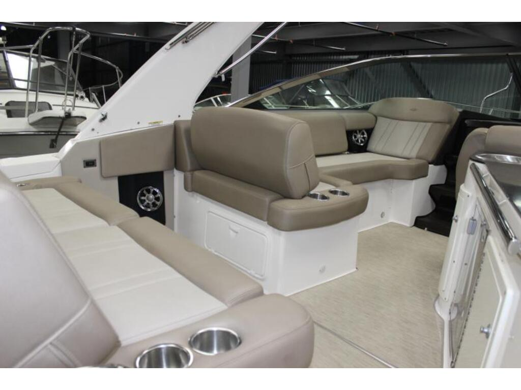 2014 Regal boat for sale, model of the boat is 32 & Image # 3 of 9