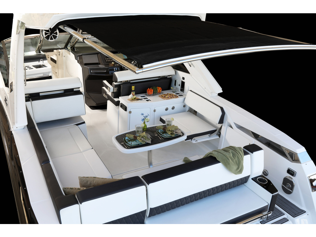 2021 Monterey boat for sale, model of the boat is 385 Se & Image # 6 of 8
