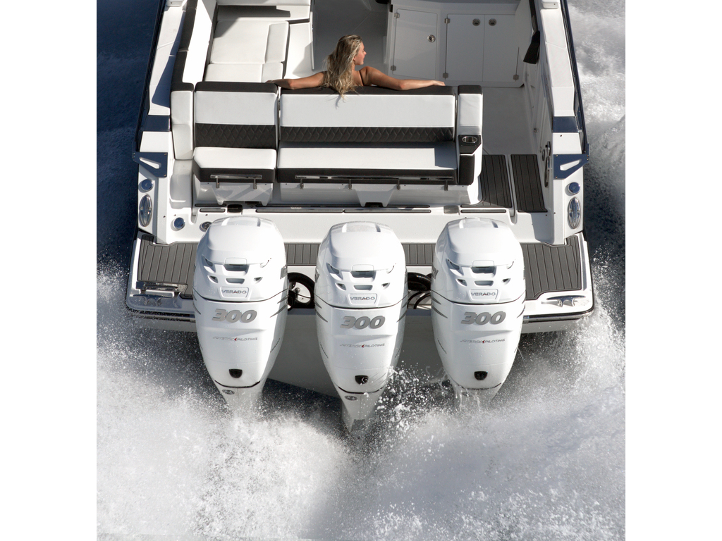 2021 Monterey boat for sale, model of the boat is 385 Se & Image # 3 of 8