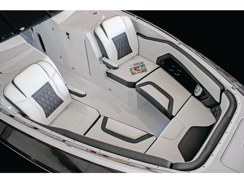2021 Monterey boat for sale, model of the boat is 328ss & Image # 4 of 5