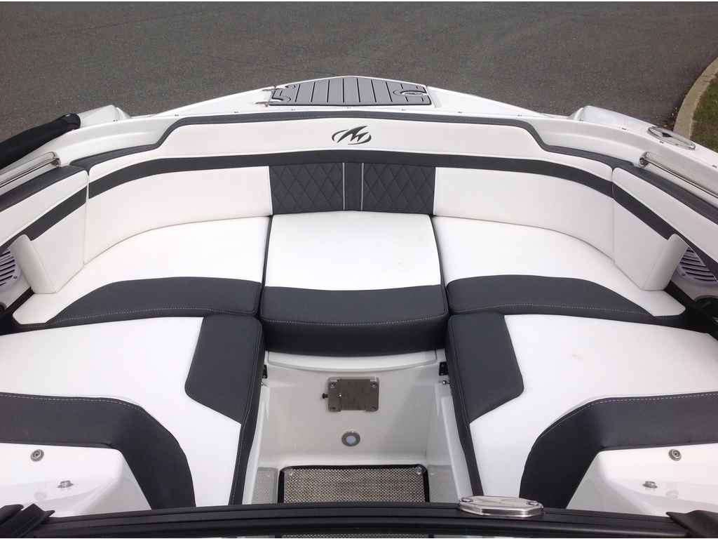 2020 Monterey boat for sale, model of the boat is M4 & Image # 11 of 16