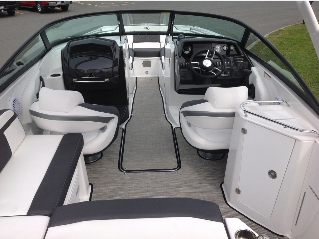 2020 Monterey boat for sale, model of the boat is M4 & Image # 7 of 15
