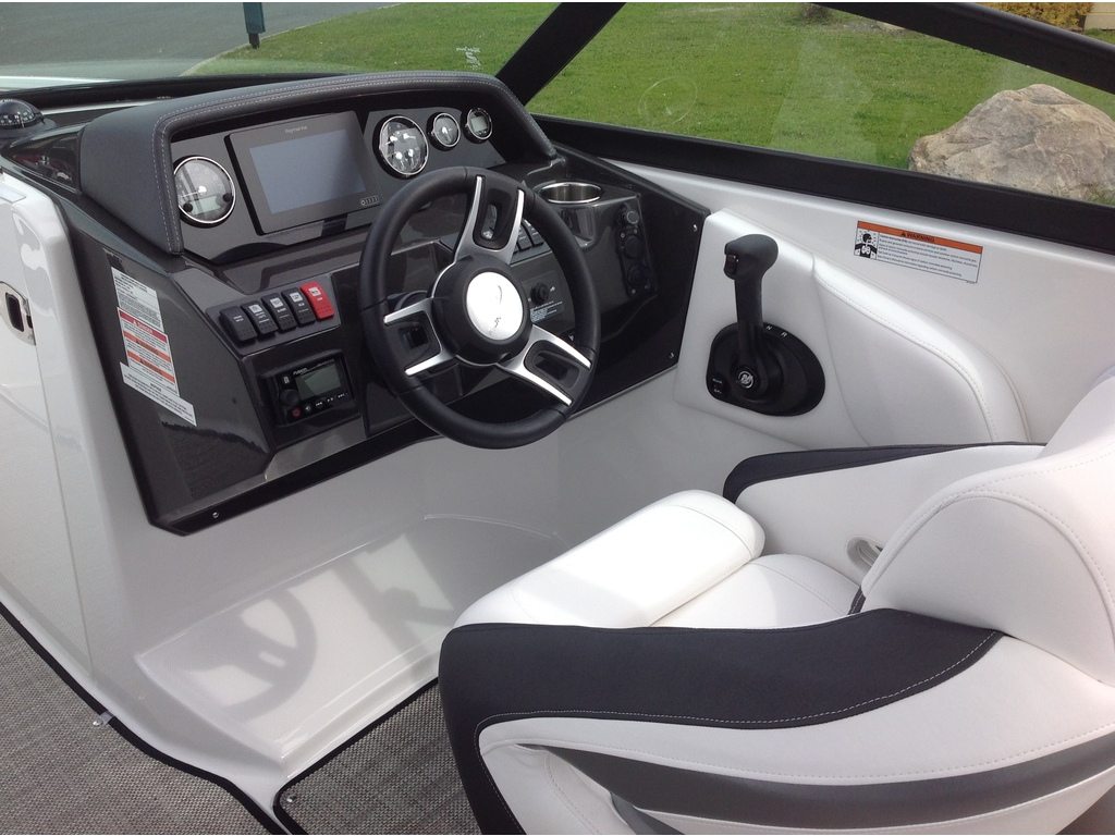 2020 Monterey boat for sale, model of the boat is M4 & Image # 8 of 16