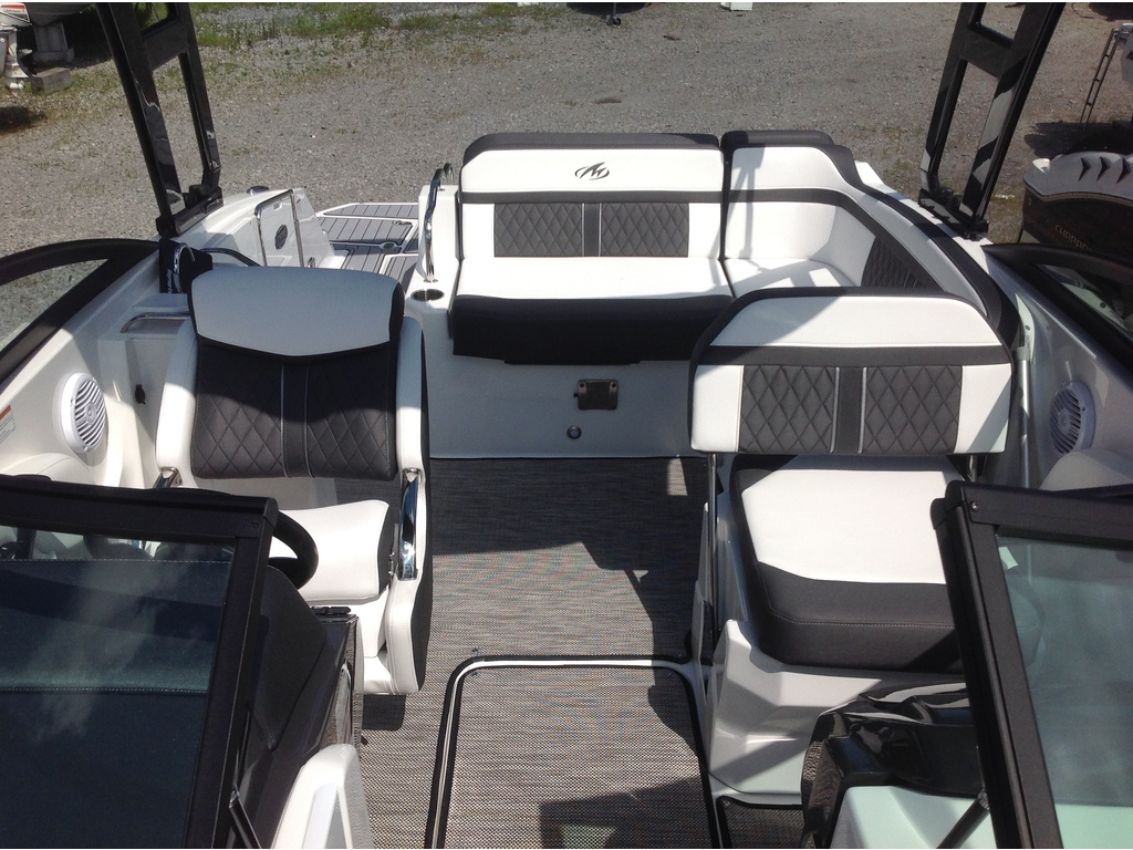 2021 Monterey boat for sale, model of the boat is M4 & Image # 11 of 16