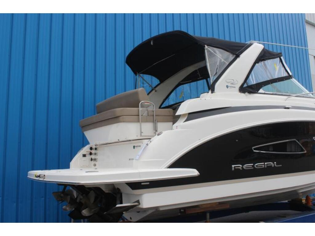 2014 Regal boat for sale, model of the boat is 32 & Image # 2 of 9