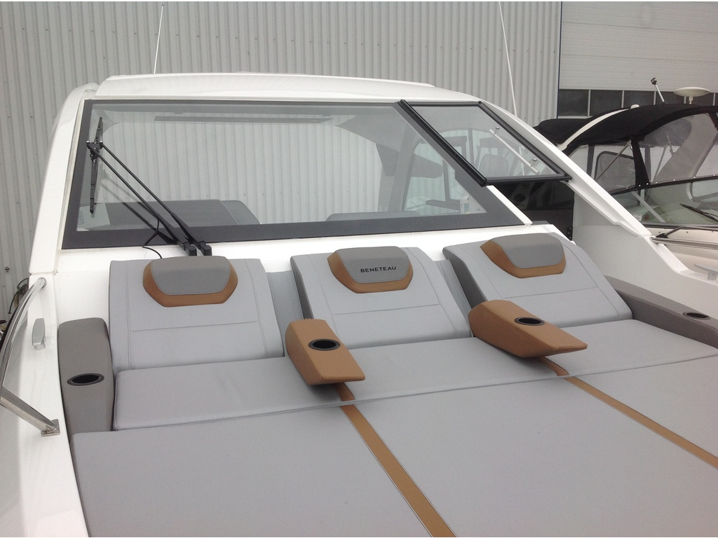 2021 Beneteau boat for sale, model of the boat is Gt32 O/b & Image # 4 of 24