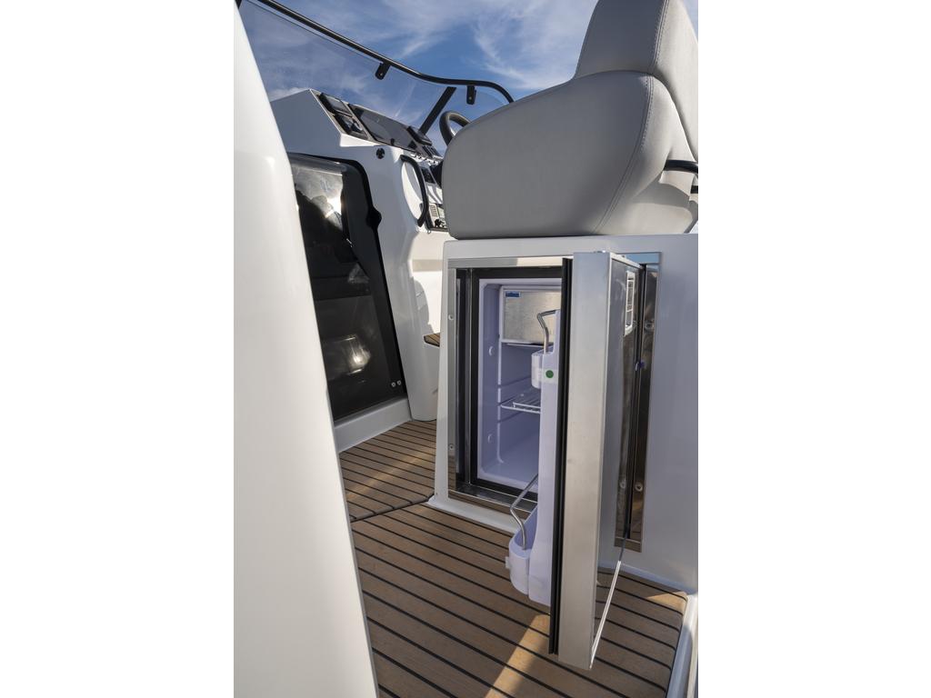 2021 Beneteau boat for sale, model of the boat is Flyer 9 Sundeck & Image # 8 of 19