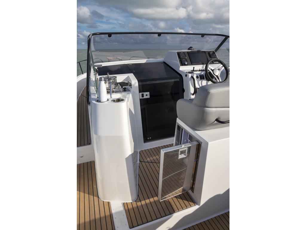 2021 Beneteau boat for sale, model of the boat is Flyer 9 Sundeck & Image # 5 of 19