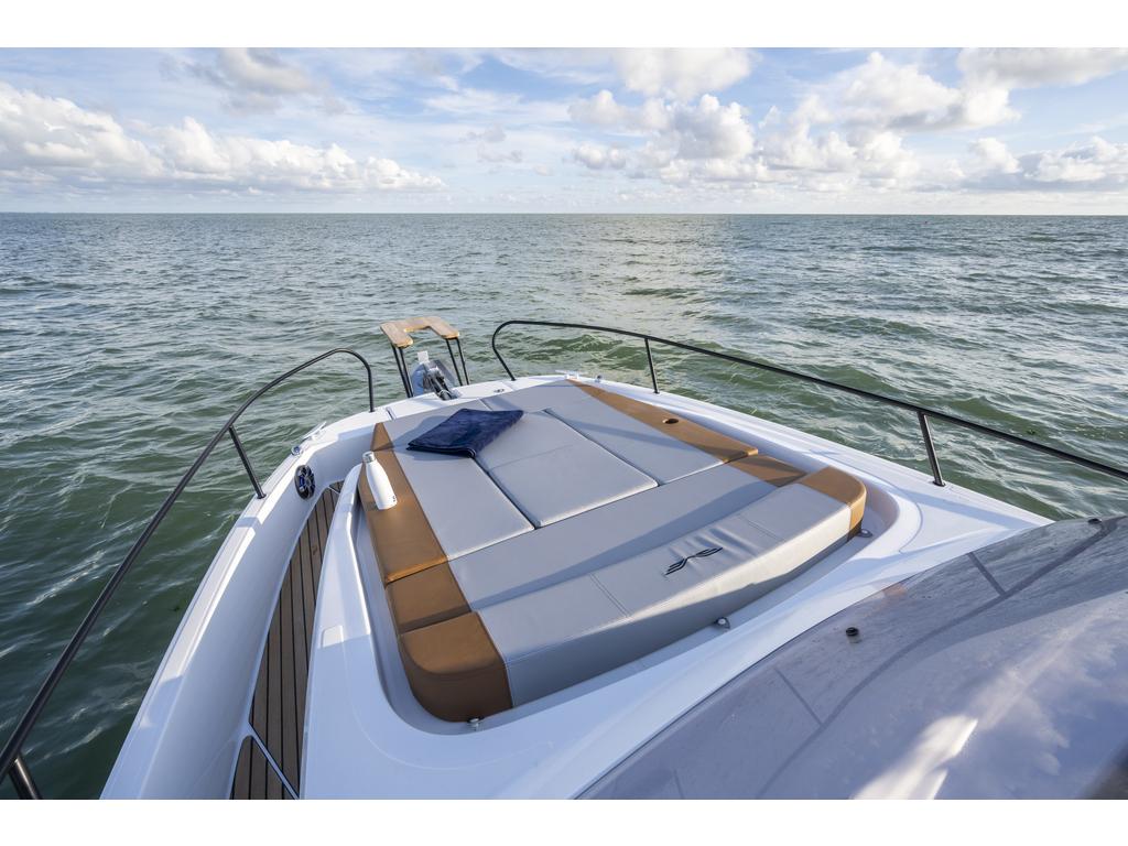 2021 Beneteau boat for sale, model of the boat is Flyer 9 Sundeck & Image # 9 of 19