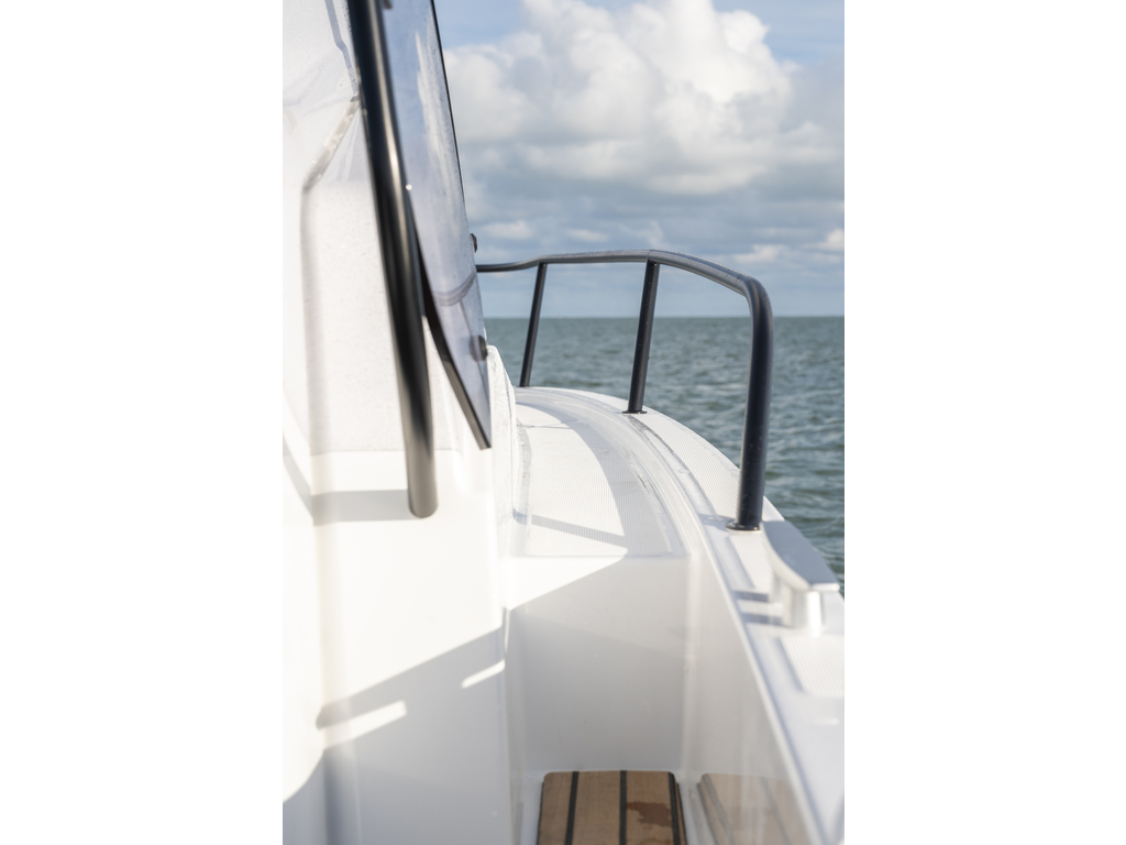 2021 Beneteau boat for sale, model of the boat is Flyer 9 Sundeck & Image # 4 of 19