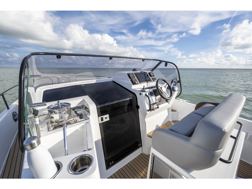 2021 Beneteau boat for sale, model of the boat is Flyer 9 Sundeck & Image # 6 of 19