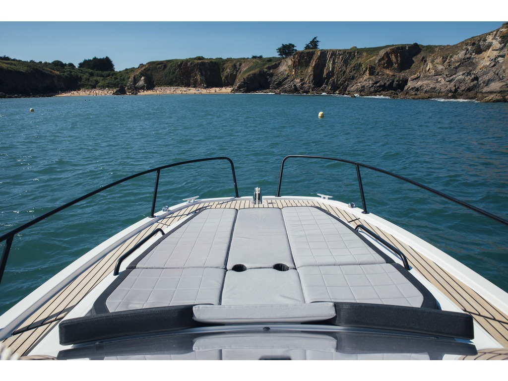 2021 Beneteau boat for sale, model of the boat is Flyer 8 Sundeck & Image # 2 of 5