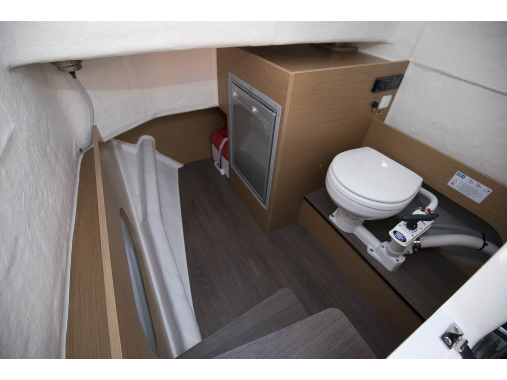 2021 Beneteau boat for sale, model of the boat is Flyer 8 Spacedeck & Image # 13 of 15