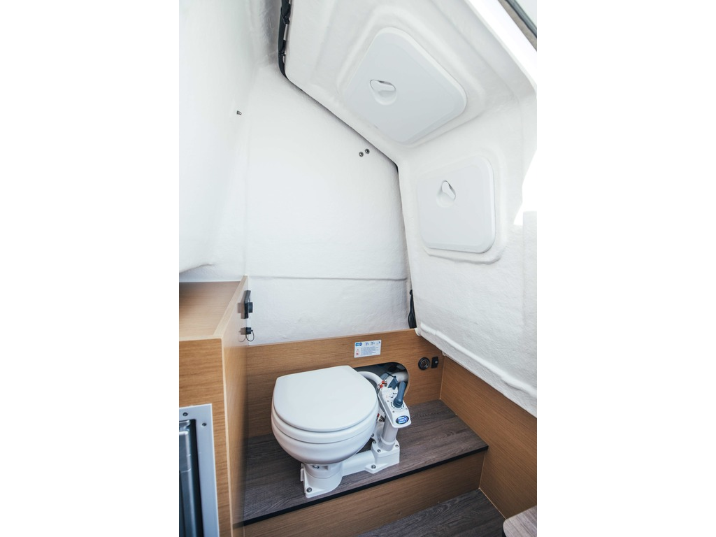 2021 Beneteau boat for sale, model of the boat is Flyer 8 Spacedeck & Image # 15 of 15