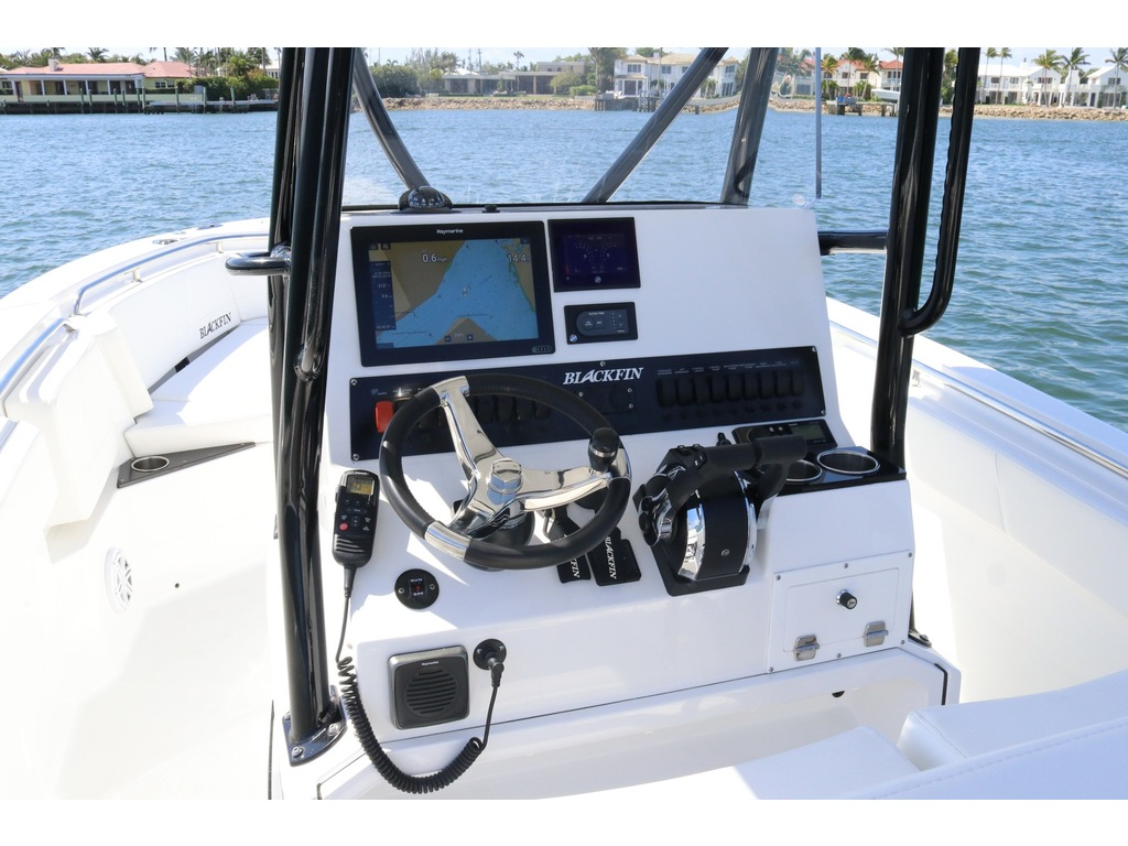 2021 Blackfin boat for sale, model of the boat is 252cc & Image # 5 of 9
