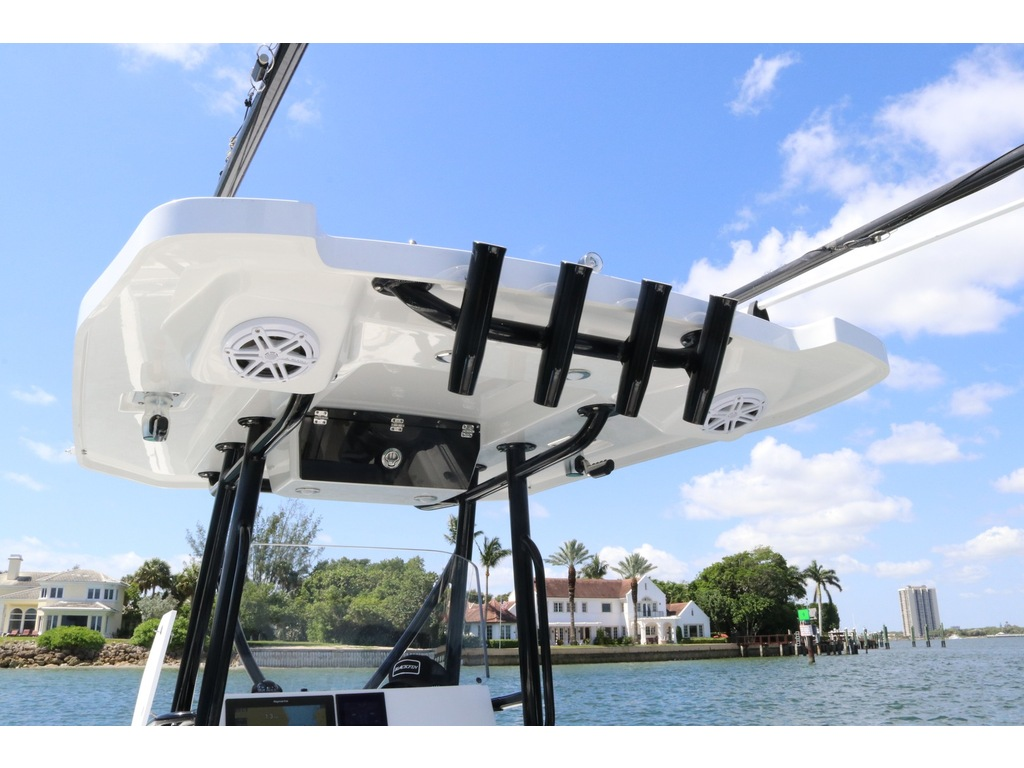 2021 Blackfin boat for sale, model of the boat is 252cc & Image # 7 of 9