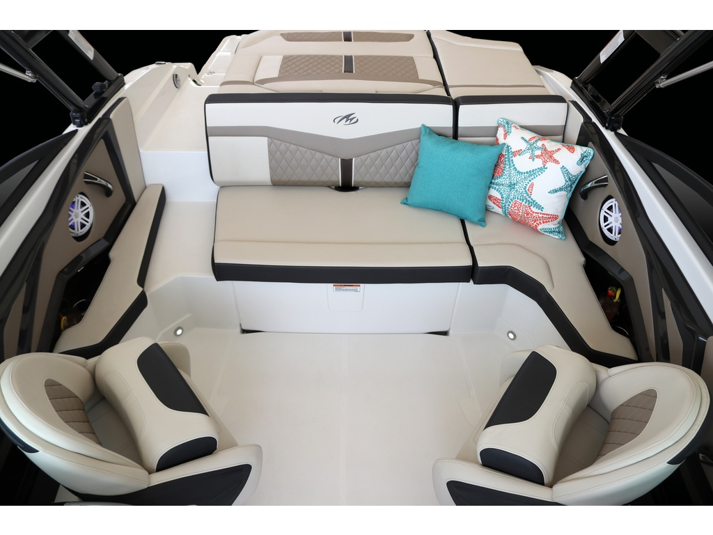 2021 Monterey boat for sale, model of the boat is 215 Ss & Image # 2 of 7