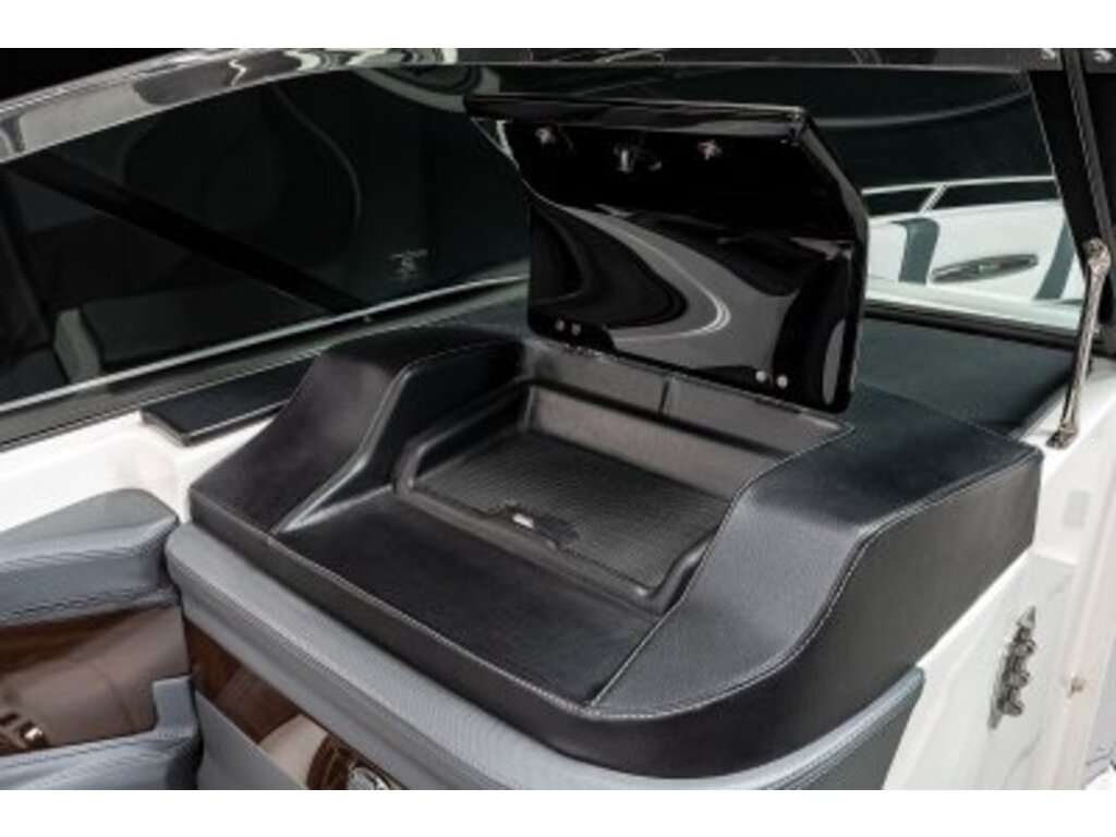 2021 Chaparral boat for sale, model of the boat is 26 Surf & Image # 5 of 8