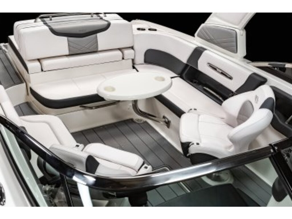 2021 Chaparral boat for sale, model of the boat is 26 Surf & Image # 6 of 8