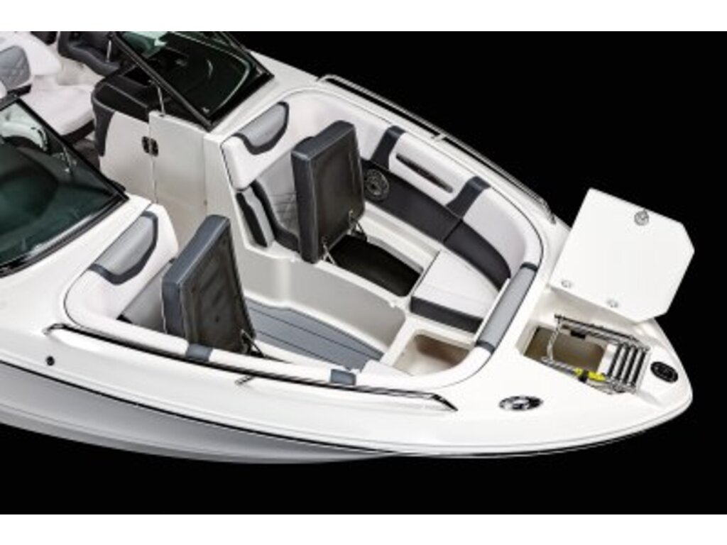 2021 Chaparral boat for sale, model of the boat is 26 Surf & Image # 4 of 8