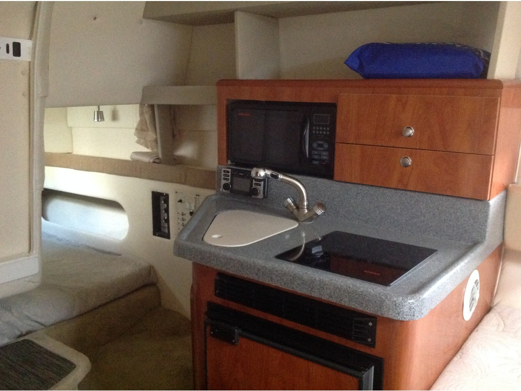2005 Larson boat for sale, model of the boat is Cabrio 274 & Image # 12 of 18