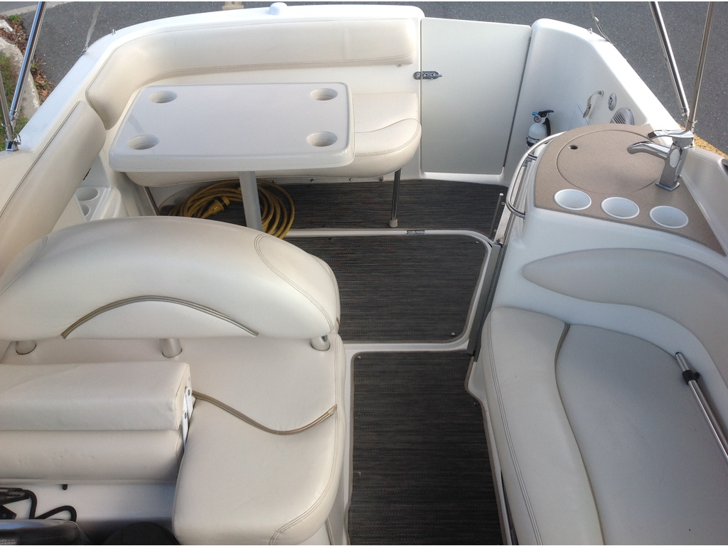 2005 Larson boat for sale, model of the boat is Cabrio 274 & Image # 14 of 18