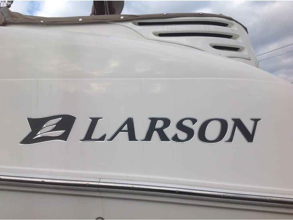 2005 Larson boat for sale, model of the boat is Cabrio 274 & Image # 5 of 18