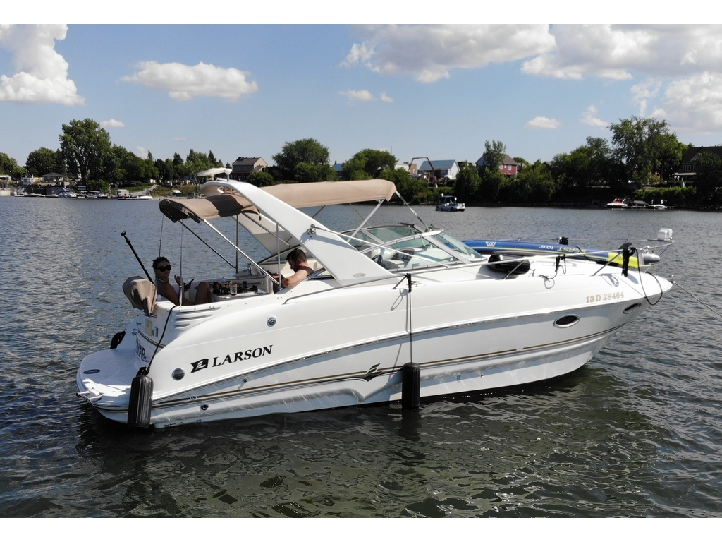 2005 Larson boat for sale, model of the boat is Cabrio 274 & Image # 2 of 18