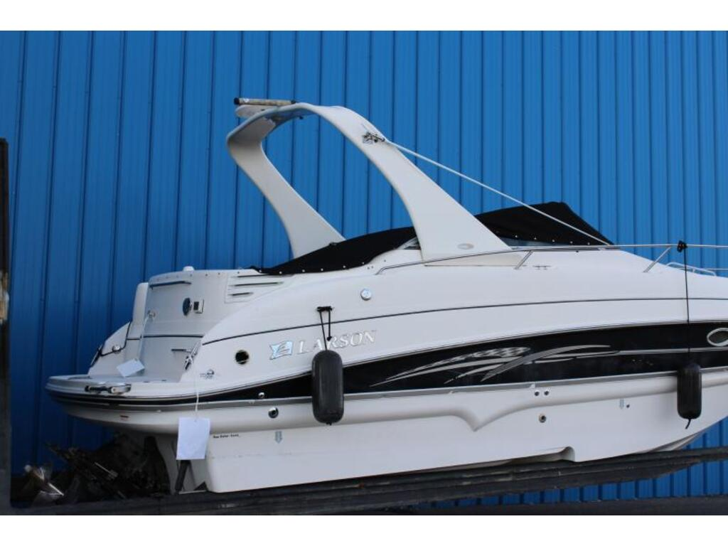 2007 Larson boat for sale, model of the boat is 274 & Image # 2 of 5