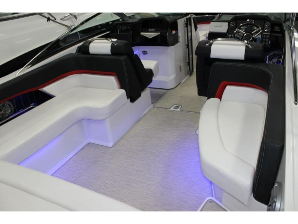 2016 Four Winns boat for sale, model of the boat is Horizon 290 & Image # 3 of 9