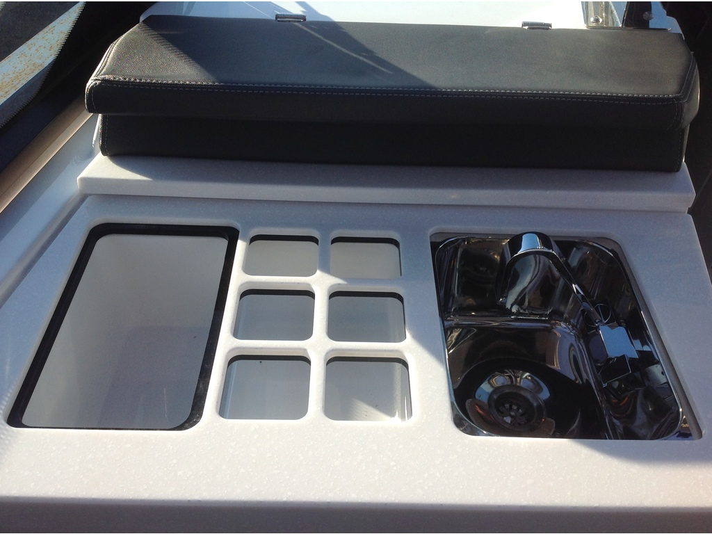 2020 Monterey boat for sale, model of the boat is 385 Ss & Image # 8 of 24
