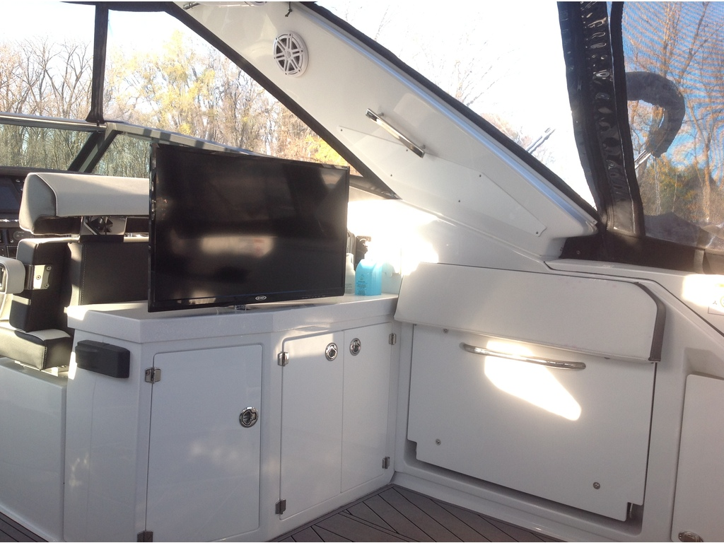 2020 Monterey boat for sale, model of the boat is 385 Ss & Image # 4 of 24