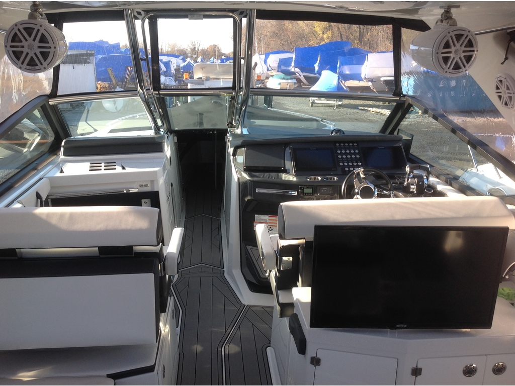 2020 Monterey boat for sale, model of the boat is 385 Ss & Image # 3 of 24