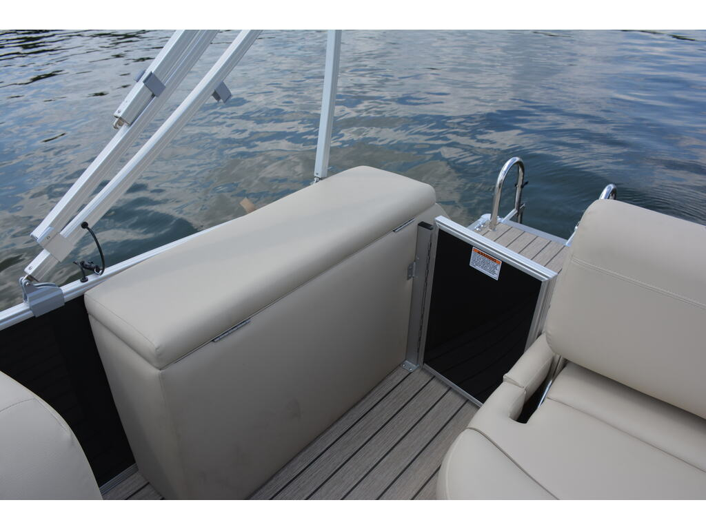 2021 Starcraft boat for sale, model of the boat is Ponton Ex 22 Q & Image # 7 of 9
