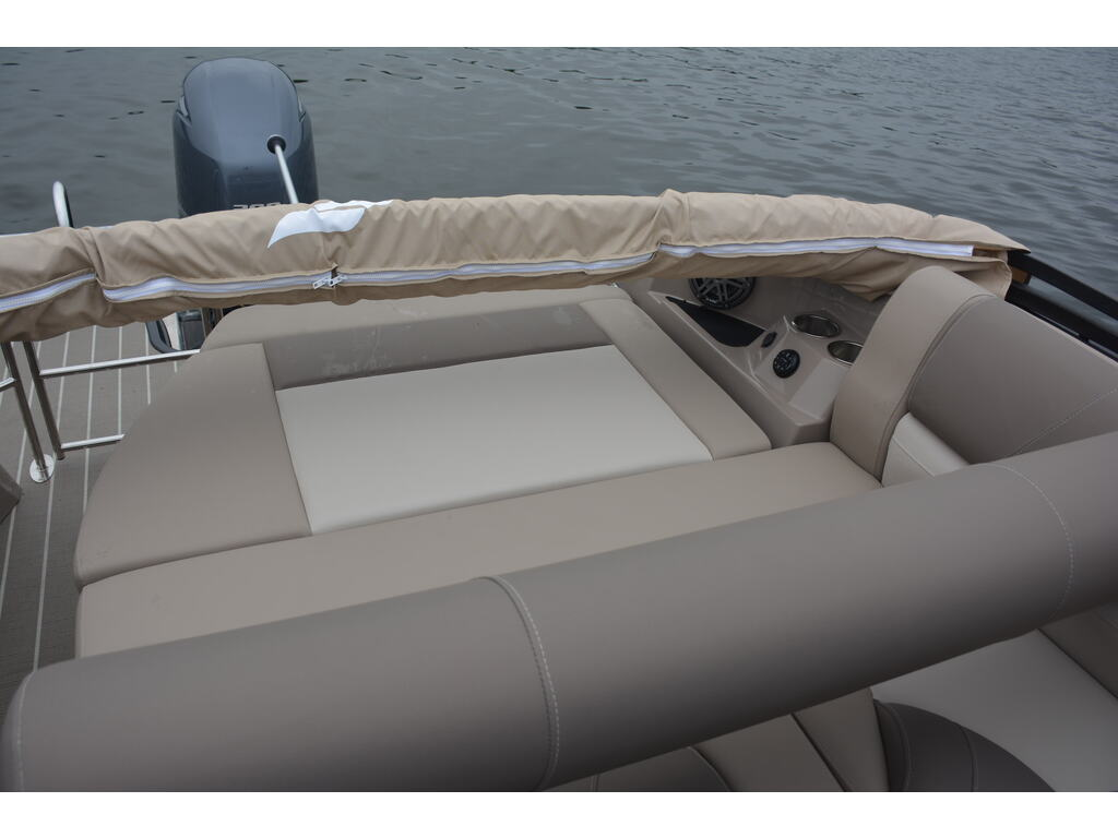 2021 Starcraft boat for sale, model of the boat is SÉrie Mx & Image # 8 of 9