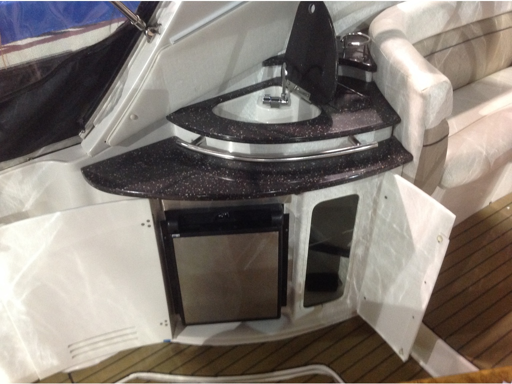 2007 Four Winns boat for sale, model of the boat is Vista 318  & Image # 5 of 14