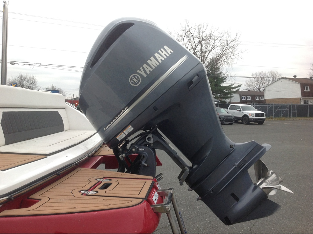2019 Rinker boat for sale, model of the boat is Q5 & Image # 2 of 8