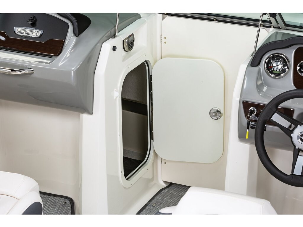 2021 Chaparral boat for sale, model of the boat is 23 Ssi  & Image # 5 of 8