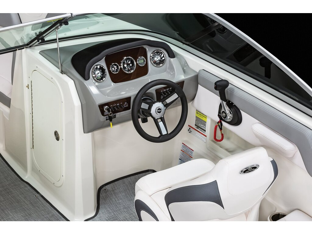 2021 Chaparral boat for sale, model of the boat is 23 Ssi  & Image # 4 of 8